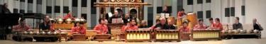 Hier spelen Ensemble Gending (zwart) en ensemble Kyai Fatahillah (rood) Kulu-Kulu in Utrecht, 12-9-10